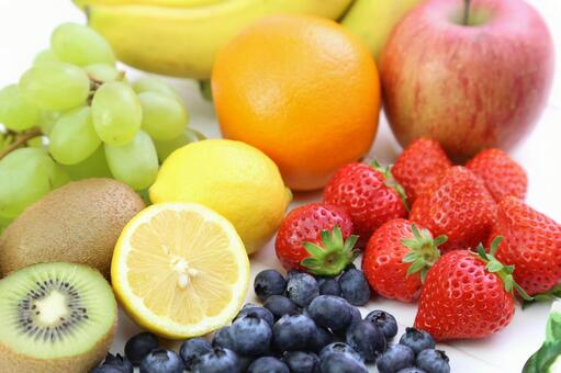 Blueberries and strawberries, lemon, oranges, kiwi, muscat, apples and bananas 5