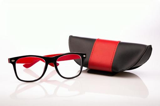 안경과 안경 케이스