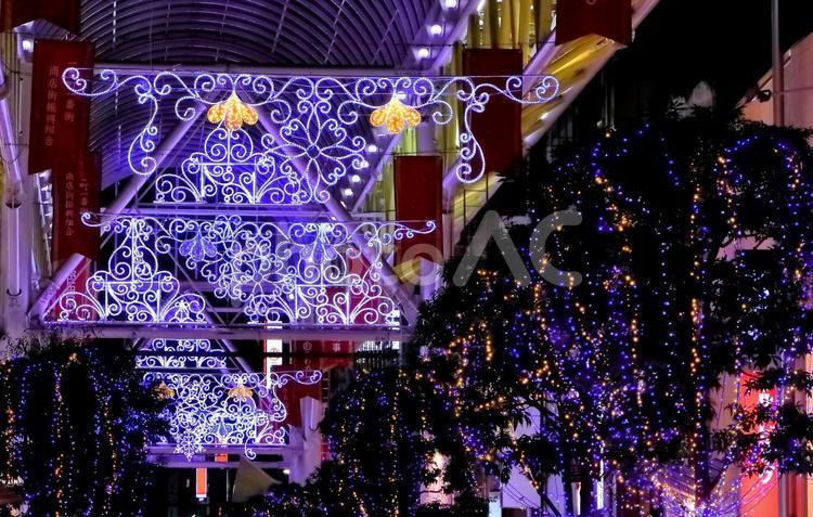 商店街のイルミネーションの写真
