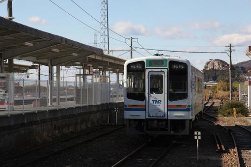 Shin-horo station and Tenhama line vehicle 4