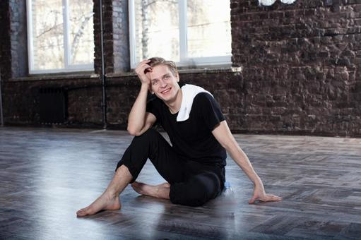 Male dancer who takes a break 3
