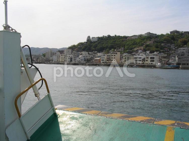 尾道の渡船に乗って短い船の旅へ!の写真