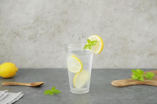 使用檸檬、酒精飲料排毒