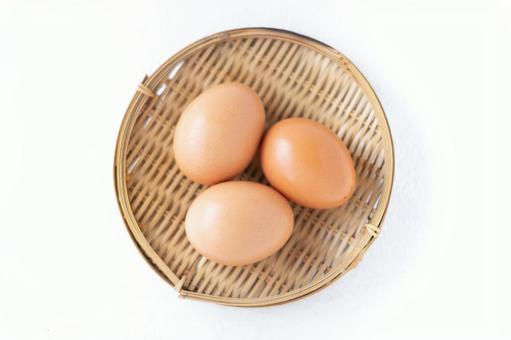 A bird's-eye view of an egg on a colander