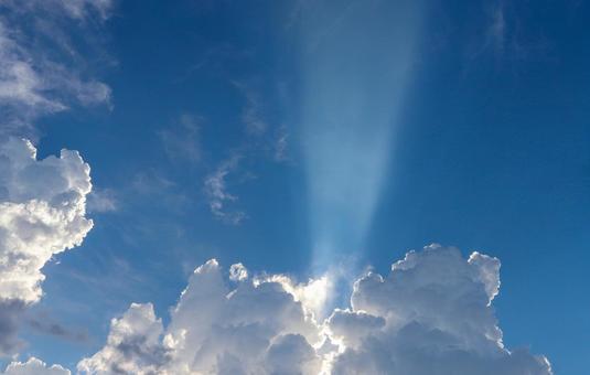 레이저 빔을 발하는 구름