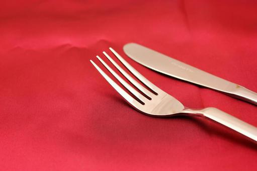 Red cloth and tableware 3