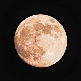 生動的超級月亮