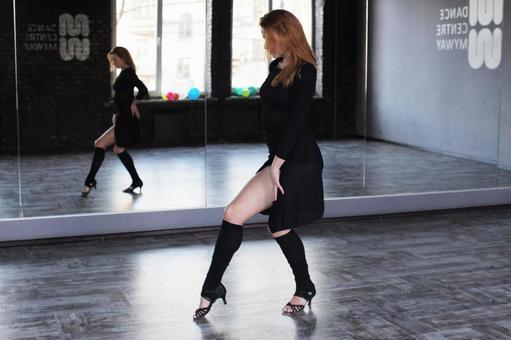 Dancing female dancer 1