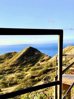 산에서 보이는 바다 풍경