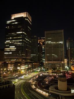 밤 도쿄역 앞 사무실 빌딩 1