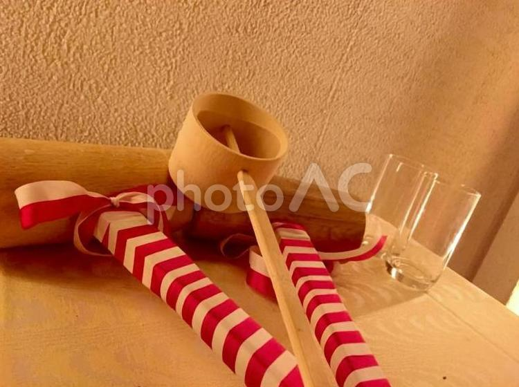 お祝い事・木槌とコップの写真