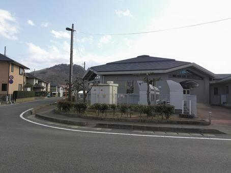 후쿠시마시 御山 시미즈 학습 센터 뒷면 전원 큐비클