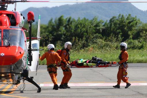 "Okayama City Fire Department firefighting helicopter ""Momotaro"", emergency transport demonstration"