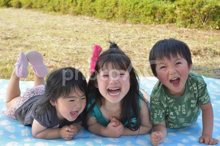 笑顔の子供たちの写真