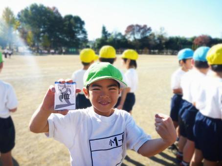 運動會第一名小學接力馬拉鬆比賽比賽跑道錨接棒