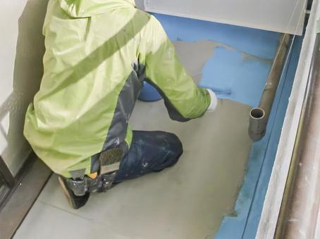 Craftsman during construction of urethane waterproof coating 2