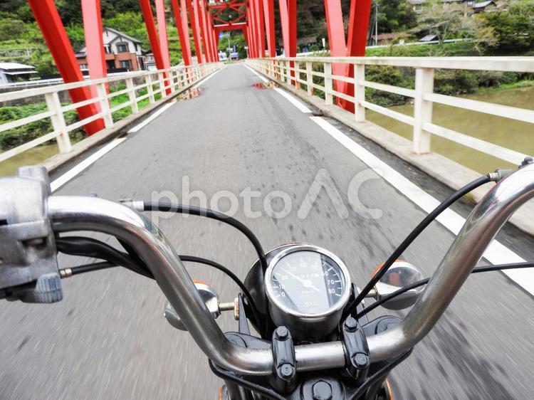 バイク 運転中 ツーリング01の写真