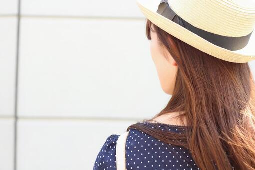 Midsummer women's profile