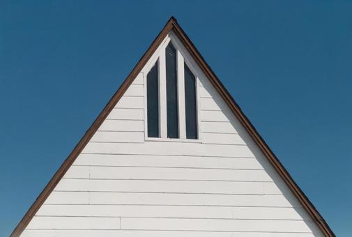 Triangular roof house 1