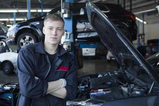 汽车和汽车修理工油烟机开6