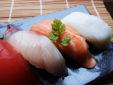 초밥 4 종 모듬