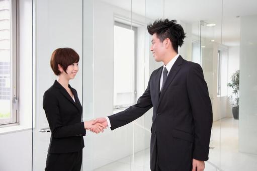 公司員工握手3