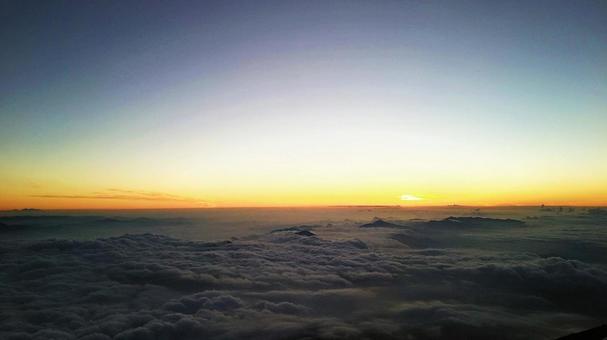 日出之前(從富士山第八站出發)