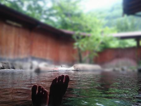 露天風呂と足