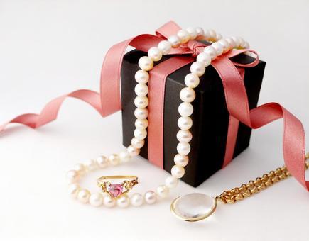 Present of jewelry 【3】
