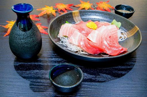 Autumn sake and tuna sashimi