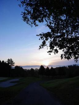Early morning golf course where the morning sun rises