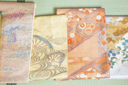 A sash placed on a tatami mat