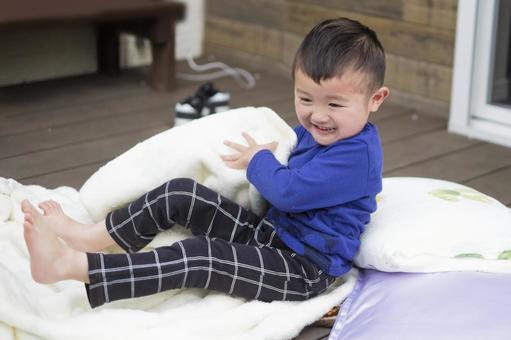 정원에서 낮잠 놀이가 재미 3 세