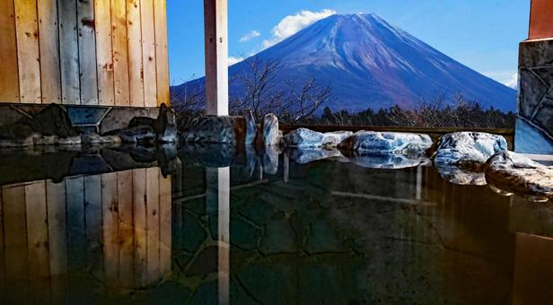 Open-air bath with a view of Mt. Fuji Morning bath