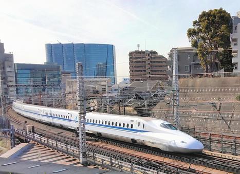 Nozomi on the Tokaido Shinkansen near Shinagawa Station