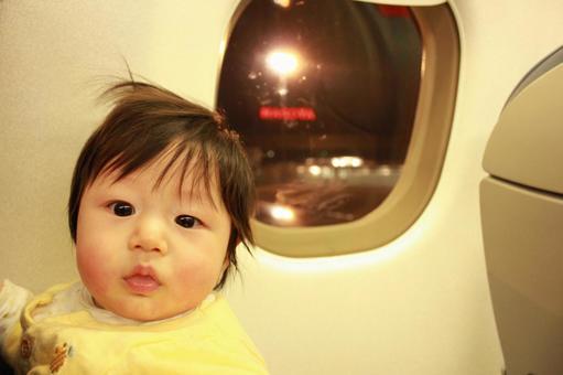 아기 18 비행기를 타고