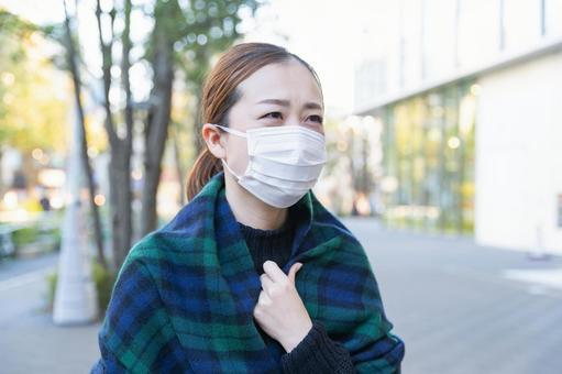 OL wearing a mask