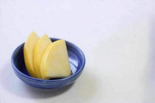 먹기 좋게 잘라 된 사과