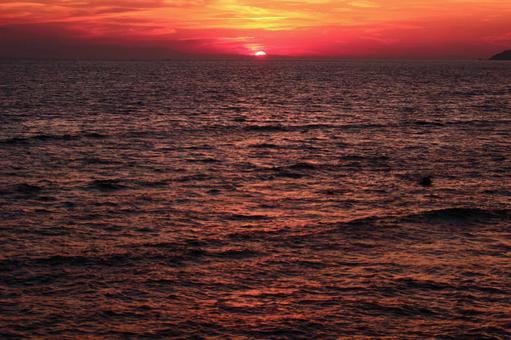 The sun setting in the sea 2