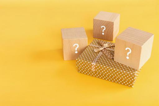 Gift selection | Hatena mark building blocks and gift boxes