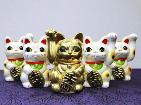 Lined beckoning cat piggy bank 3