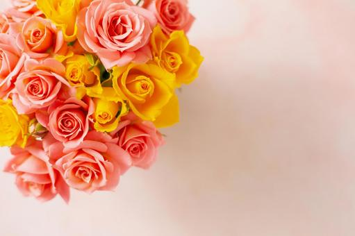 Bouquet of pink and yellow roses