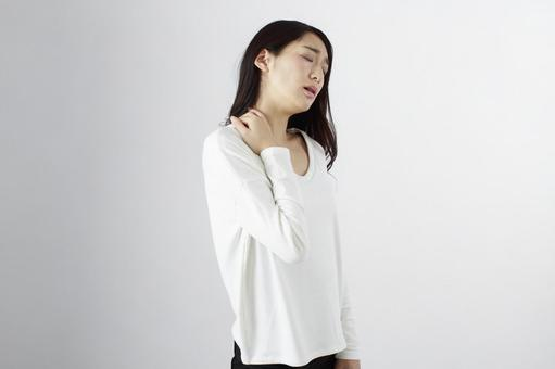 Japanese women suffering from shoulder stiffness 3