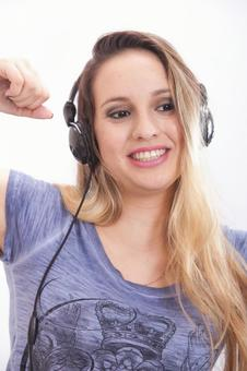 Women listening to music 4