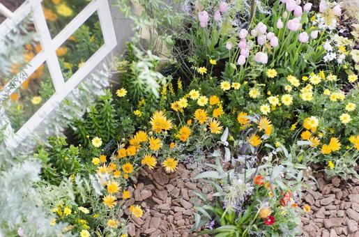 꽃밭이있는 잔디밭