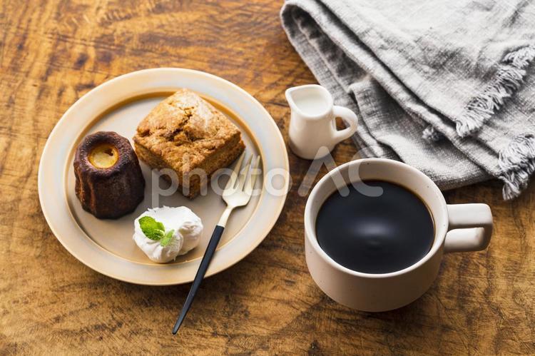 コーヒーとスイーツの写真