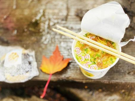 Camp Meshi_Cup Noodles and Autumn Leaves