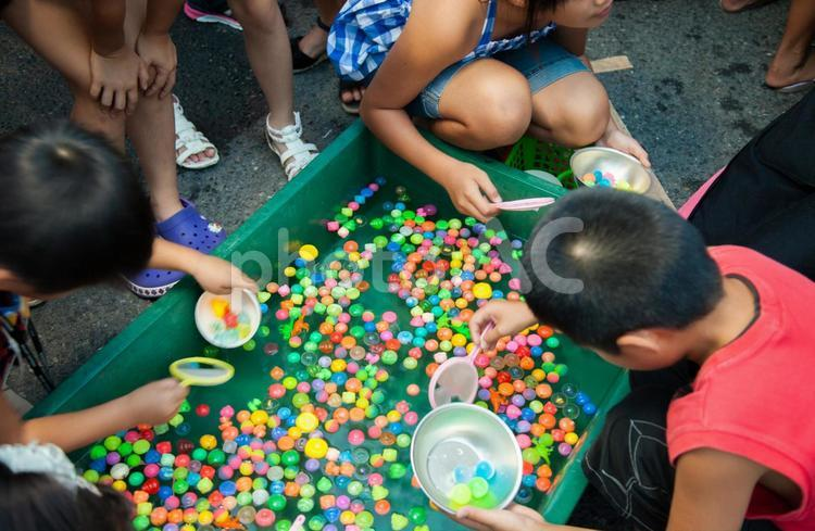 夏祭り ボールすくい5の写真