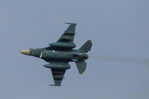 Japan Air Self-Defense Force F-2 fighter (Chikujo-gun, Fukuoka) flying at the Air Festival