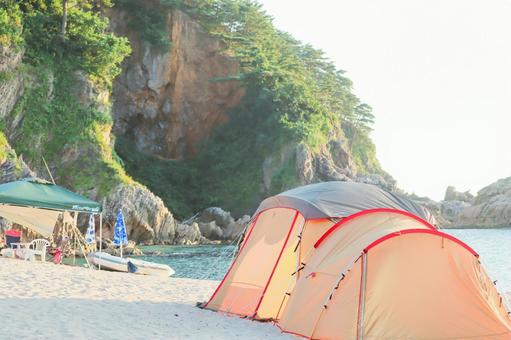 Image of camping in the sea